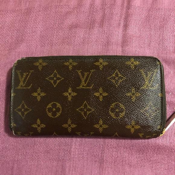 FINAL SALE Vintage LV Monogram zip wallet